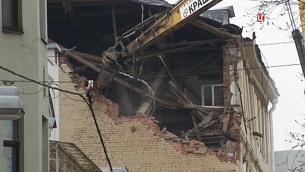 Снос аварийного дома в Пушкаревом переулке