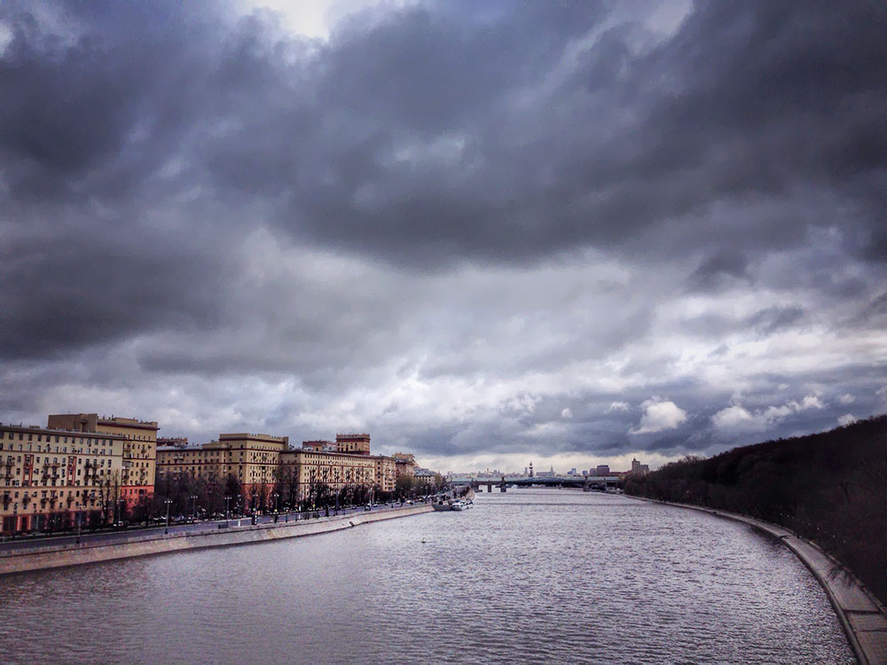 Грозовые тучи над Москвой