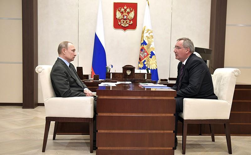 Владимир Путин и Заместитель Председателя Правительства Дмитрий Рогозин