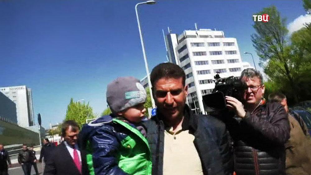 """Очевидцы и участники подложных съемок активистов """"Белых касок"""" в Сирии, прибыли в ОЗХО"""