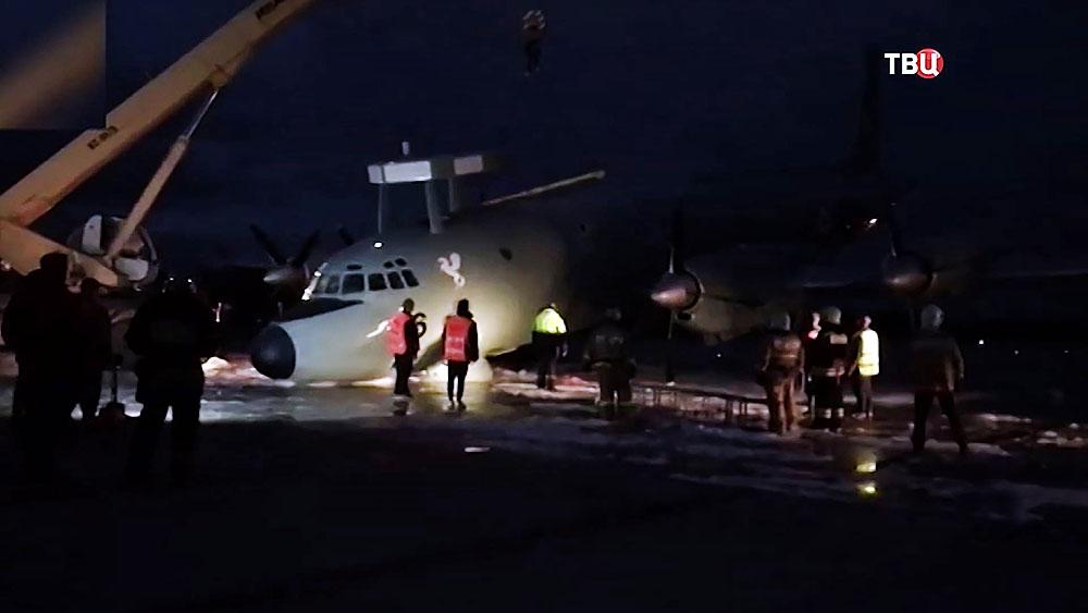 "Самолёт Ил-38 аварийно сел в аэропорту ""Жуковский"""