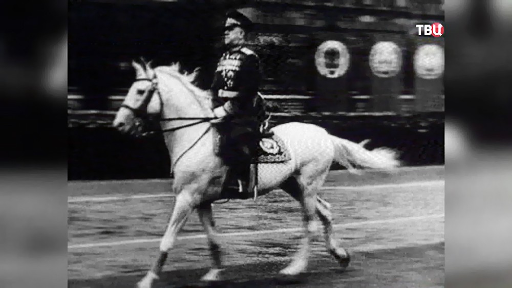 Маршал Георгий Жуков на коне