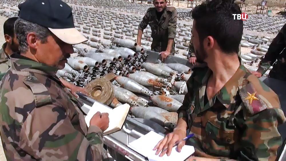 Сирийские саперы утилизируют обезвреженные снаряды
