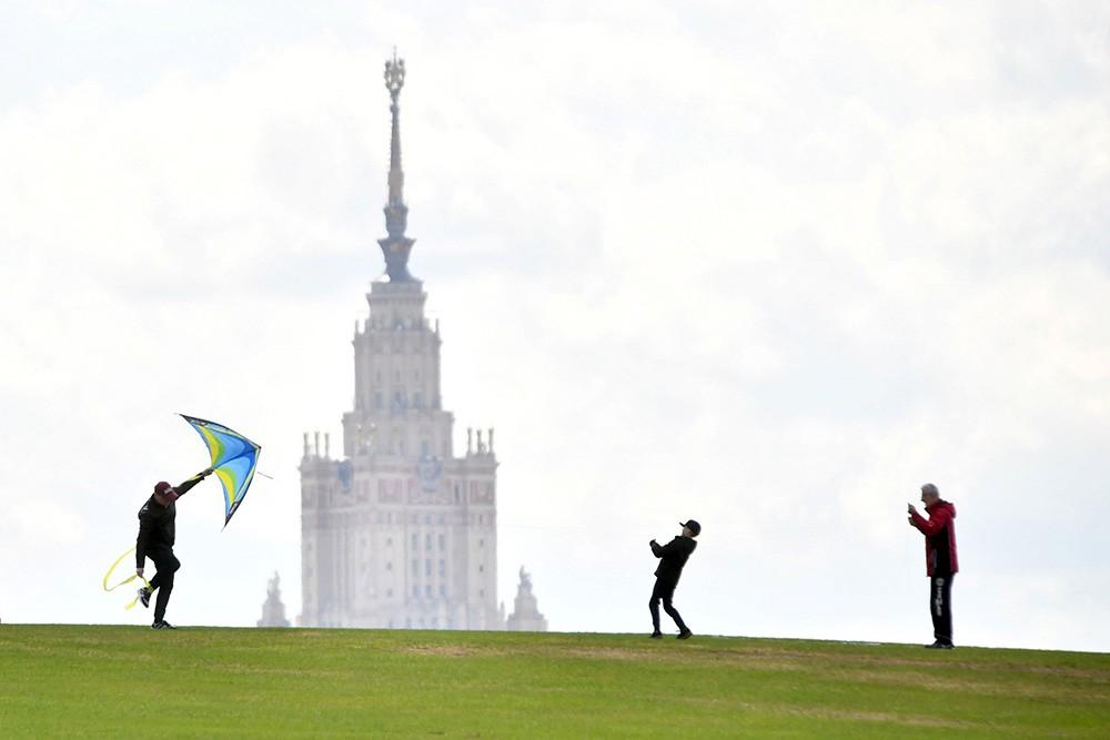Теплая погода в Москве