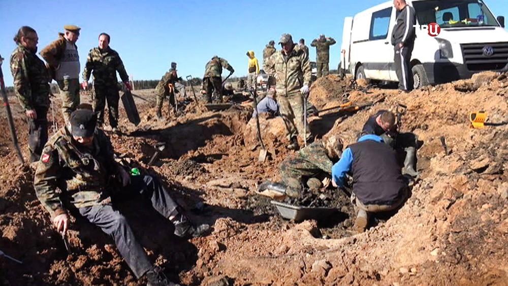 Поисковики из Латвии обнаружили останки погибших красноармейцев