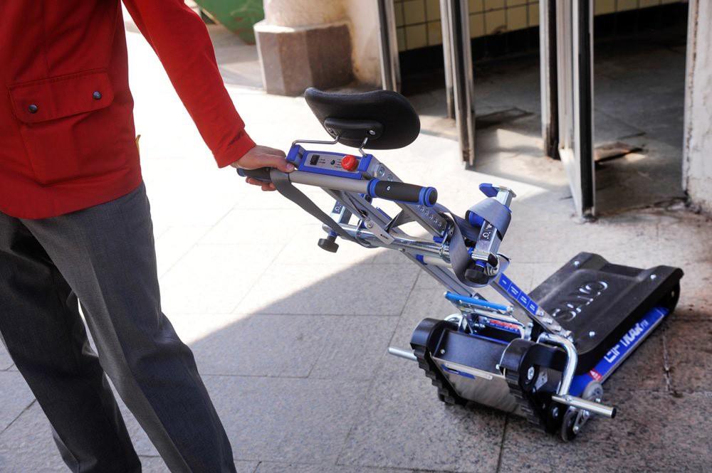 """Лестничный подъемник """"Скалолаз"""" для маломобильных пассажиров в метро"""