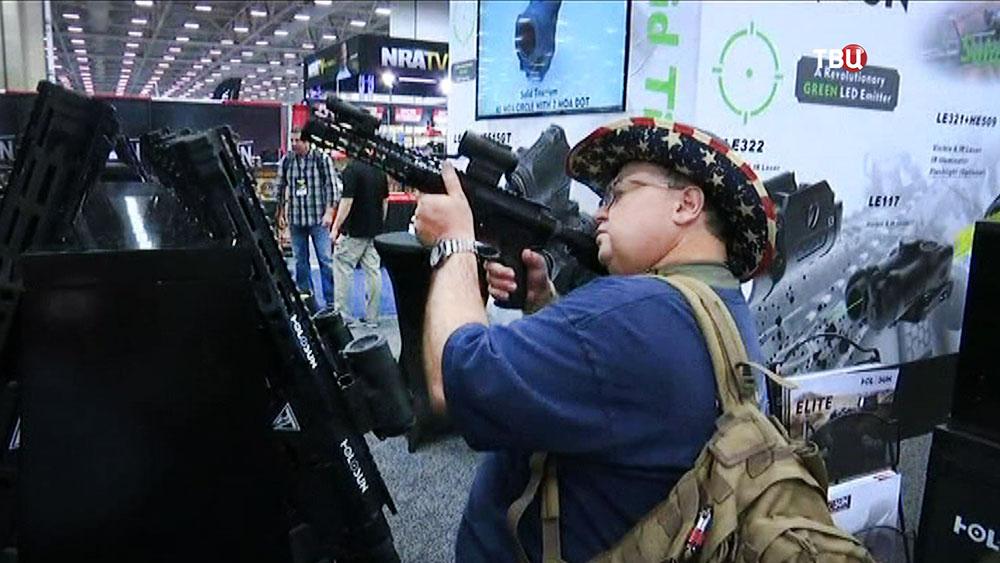 Выставка оружия в США