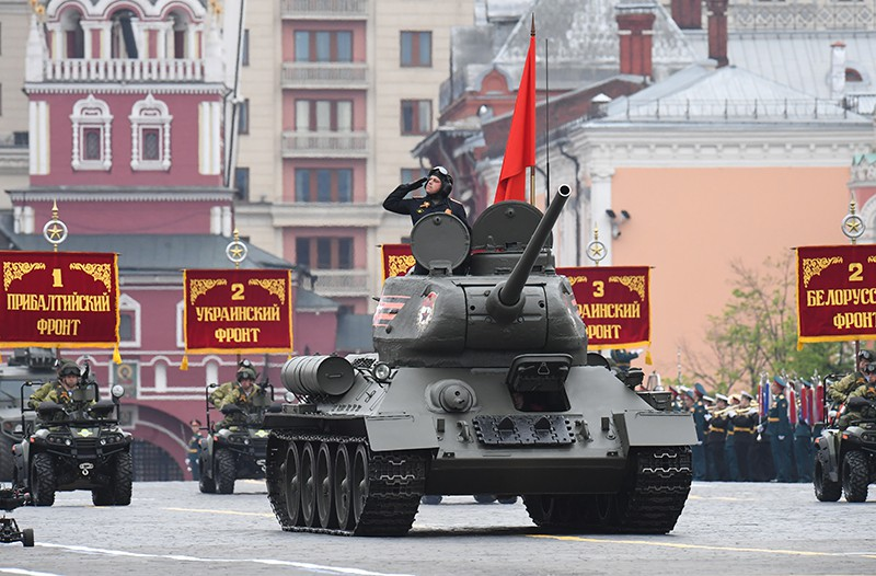 Танк Т-34-85 на генеральной репетиции военного парада на Красной площади