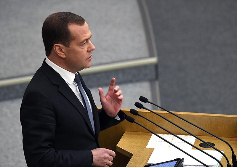 Дмитрий Медведев выступает на пленарном заседании Государственной Думы