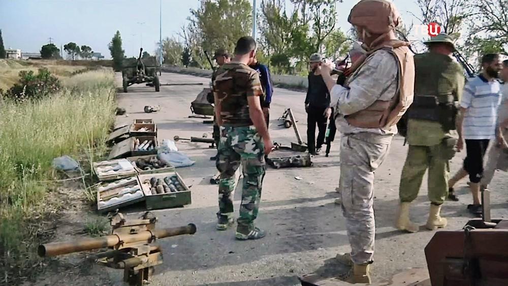 Боевики в Сирии сдают оружие и тяжелую технику
