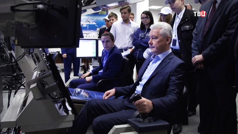 Сергей Собянин на авиационном тренажере