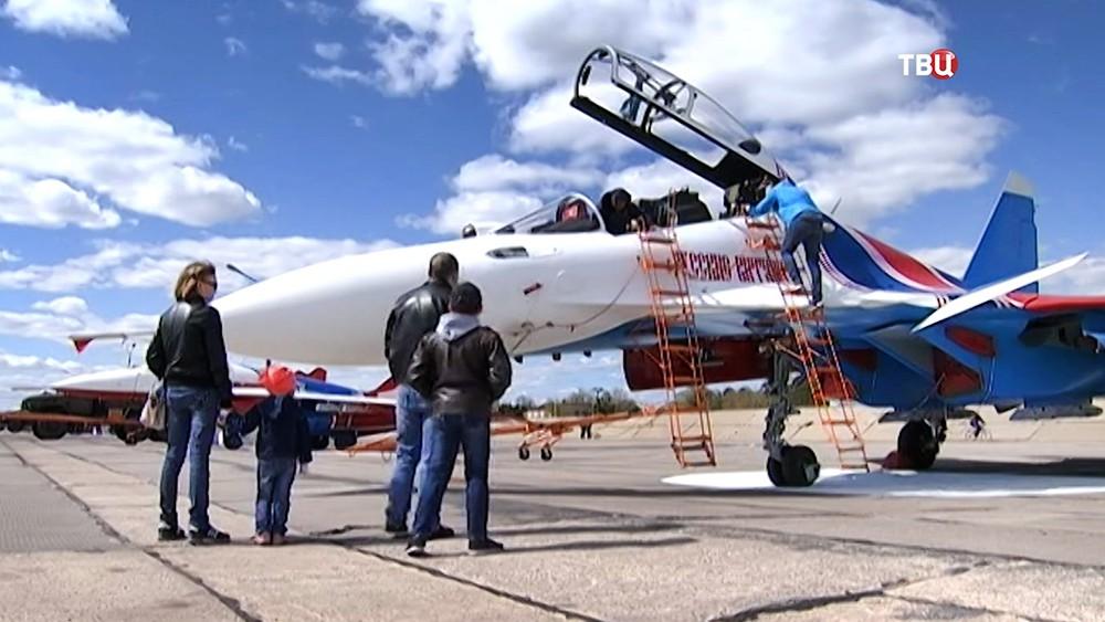 """Самолеты пилотажной группы """"Русские витязи"""""""