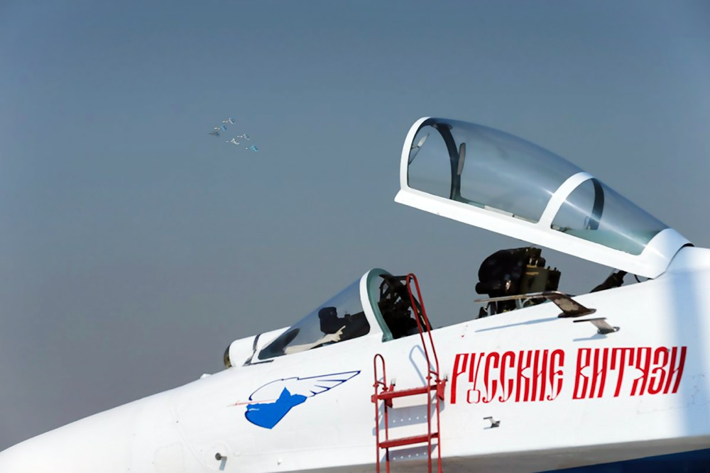 """Самолет пилотажной группы """"Русские витязи"""""""