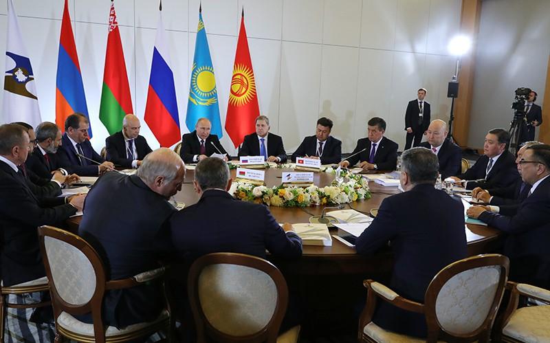 Президент России Владимир на заседании Высшего Евразийского экономического совета в Сочи