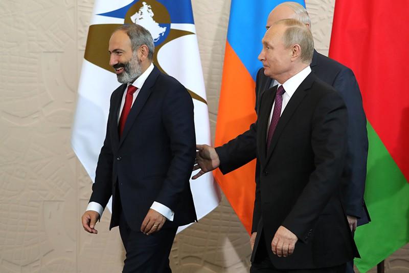 Президент России Владимир Путин перед заседанием Высшего Евразийского экономического совета в Сочи