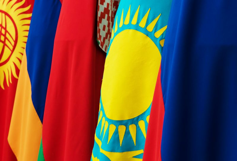 Флаги Киргизии, Армении, Белоруссии, Казахстана и России - стран-участниц Евразийского экономического союза