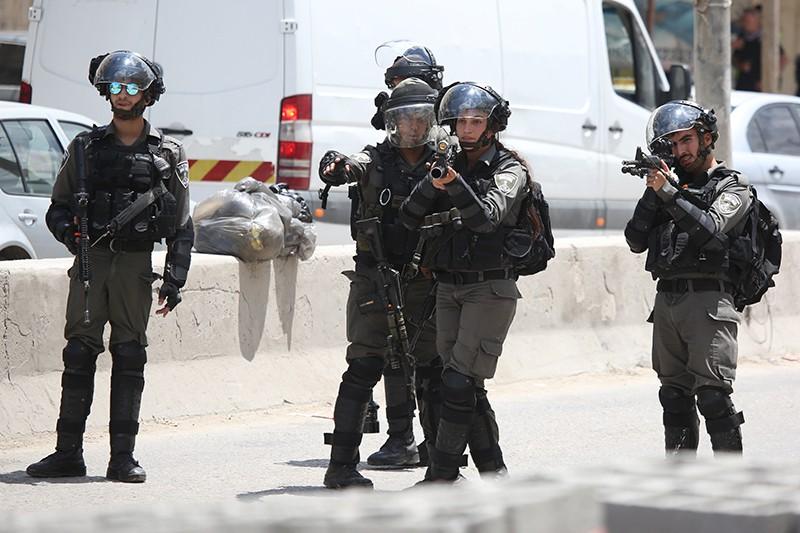 Израильские военнослужащие во время уличных протестов в Палестине против переноса посольства США из Тель-Авива в Иерусалим