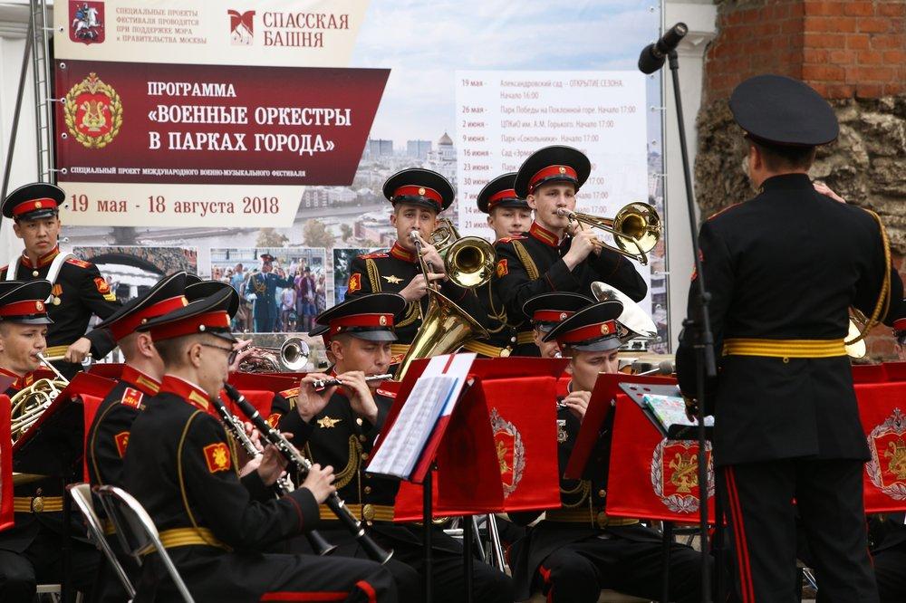 """Открытие программы """"Военные оркестры в парках"""" в Александровском саду"""