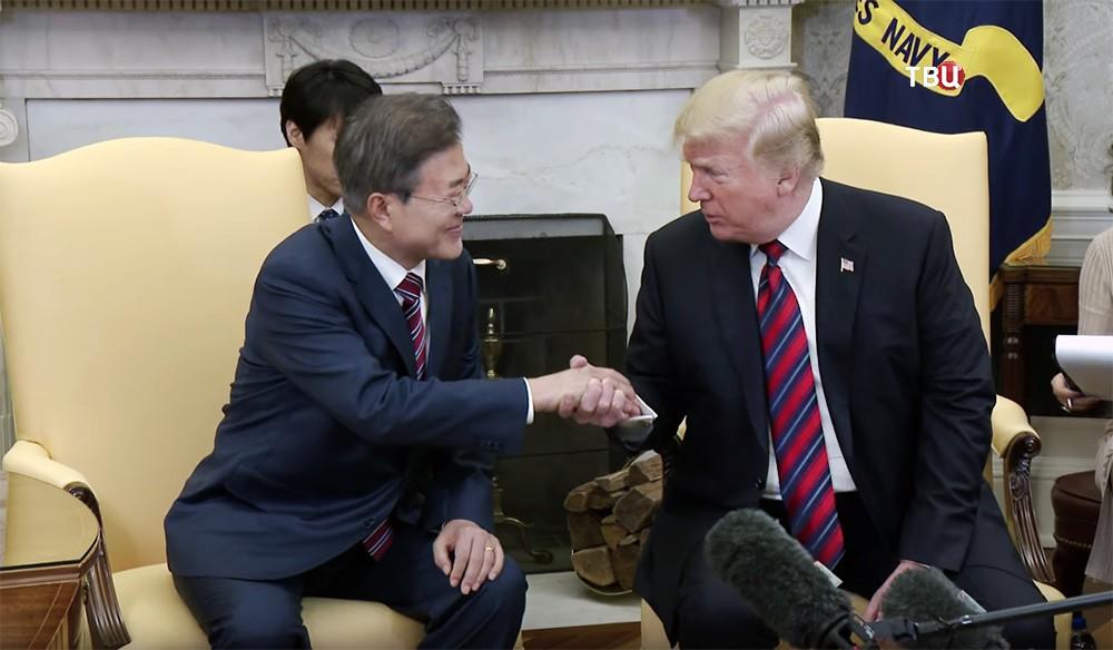 Президент США Дональд Трамп и президент Южной Кореи Мун Чжэ Ин