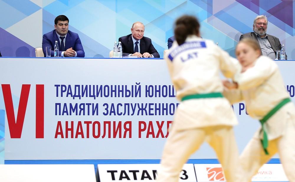Владимир Путин посетил юношеский турнир по дзюдо