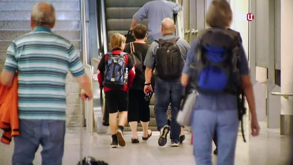 Пассажиры в аэропорту Германии