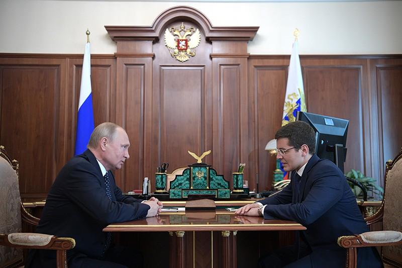 Владимир Путин и Дмитрий Артюхов во время встречи