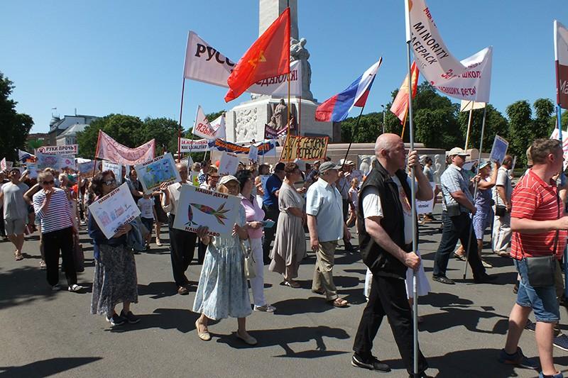 Митинг в защиту русских школ в Латвии