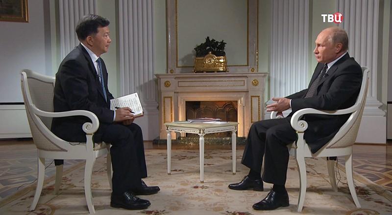 Гендиректор Медиакорпорации Китая Шэнь Хайсюну и Владимир Путин