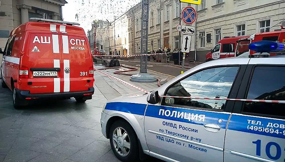 Пожарные и полиция на месте происшествия в центре Москвы