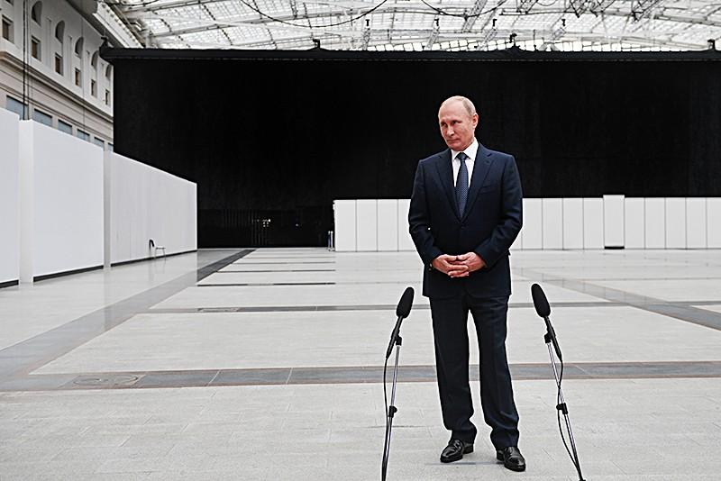 Владимир Путин отвечает на вопросы журналистов после прямой линии