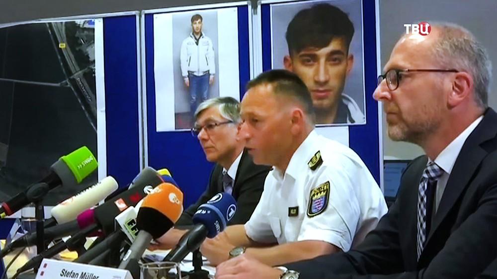 Поиски мигранта из Ирака, обвиняемого в убийстве14-летняей девушки в Германии