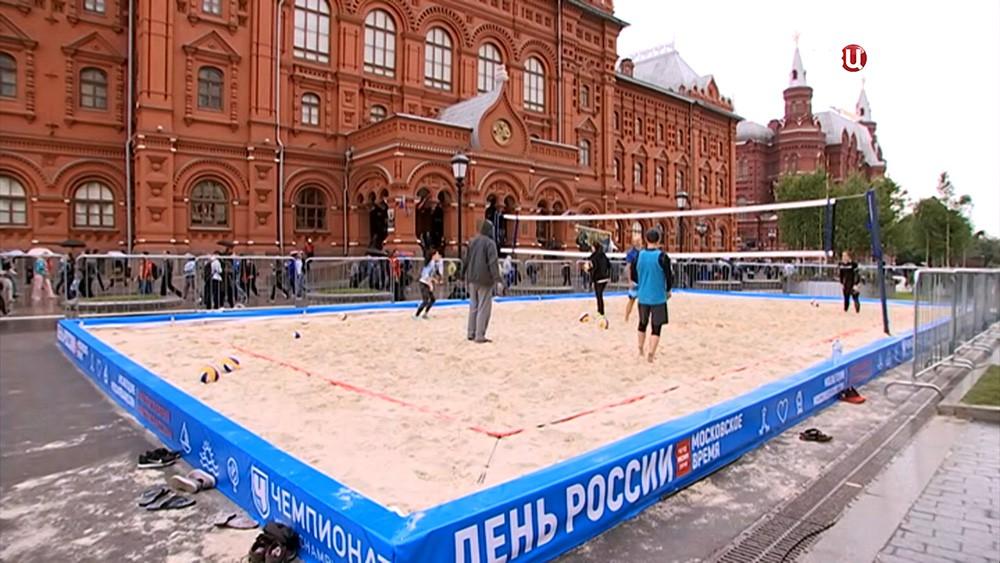Пляжный волейбол у стен Кремля