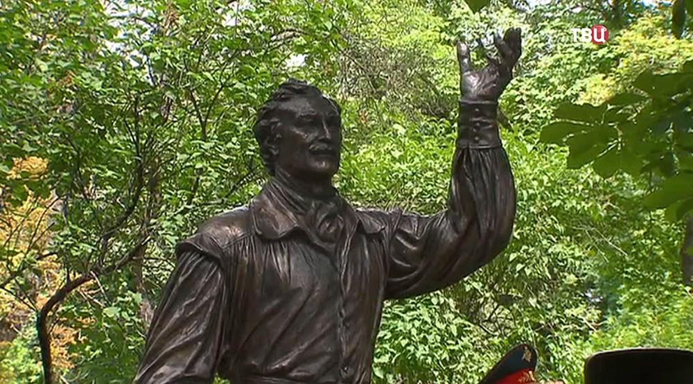 Памятник Владимиру Зельдину