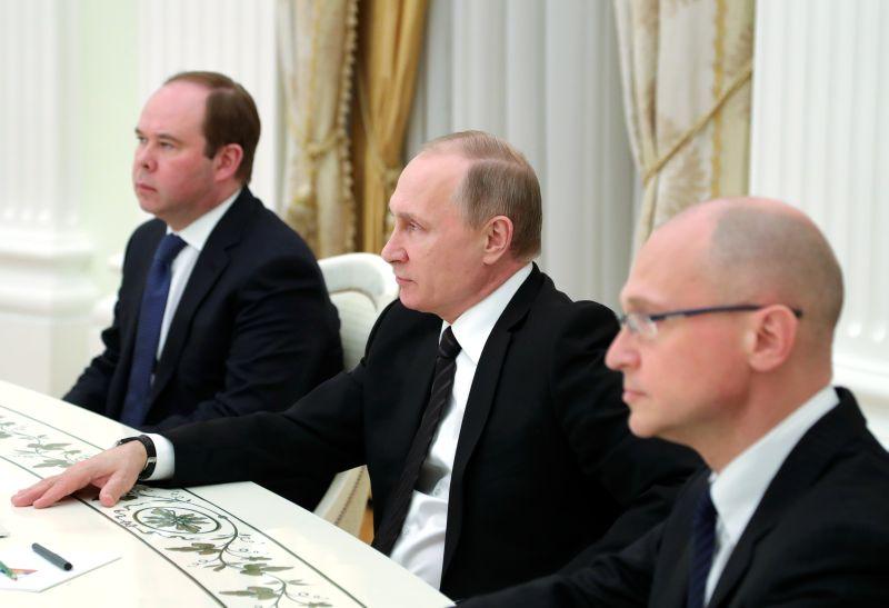 Антон Вайно, Владимир Путин и Сергей Кириенко (слева направо)