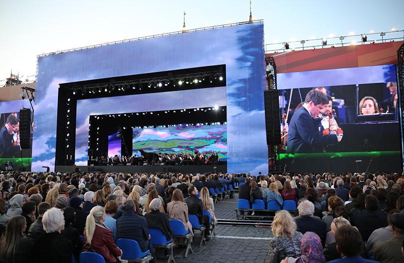 Во время гала-концерта на Красной площади звёзд мировой оперной сцены