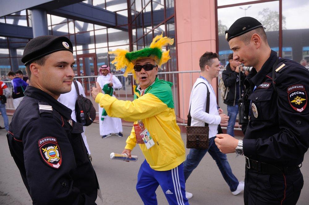 Полиция и футбольные болельщики