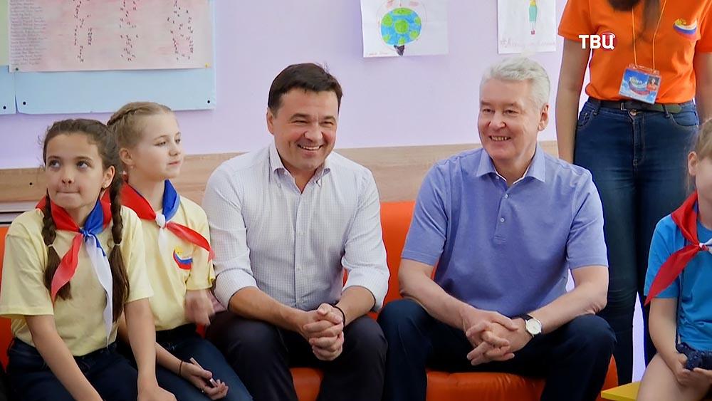 Сергей Собянин и Андрей Воробьёв в детском лагере