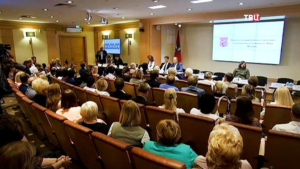 Встреча кандидатов на пост мэра с муниципальными депутатами