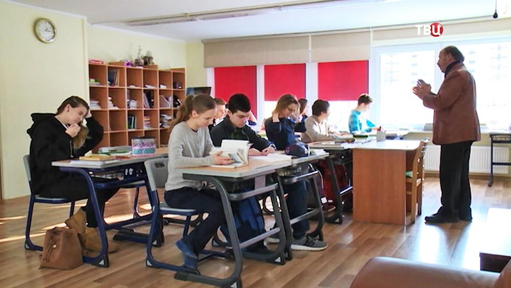 Школьники в Латвии