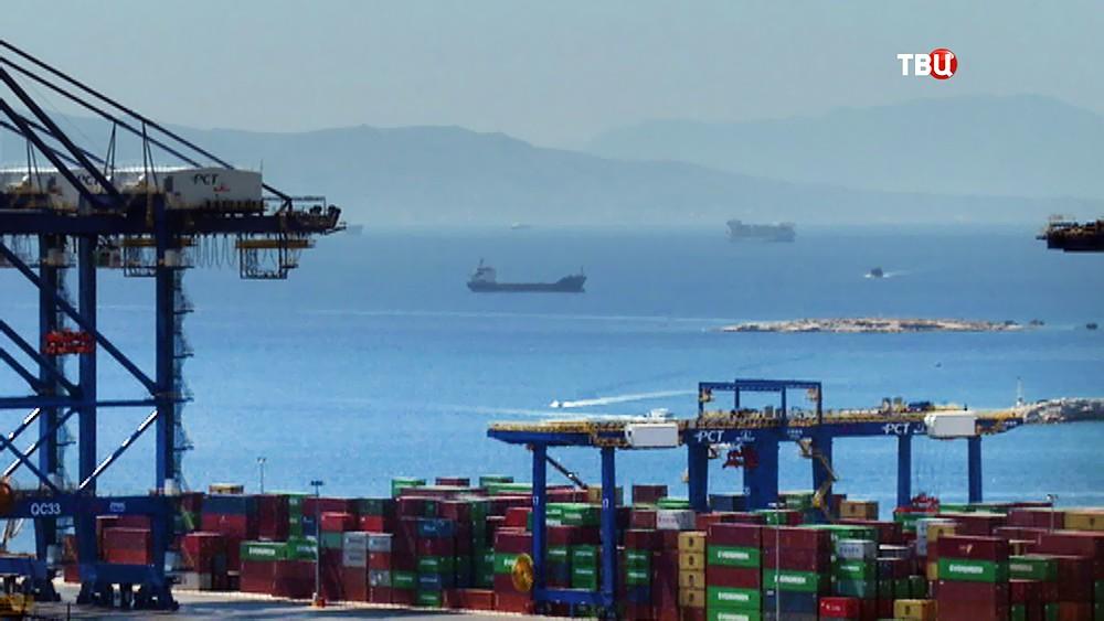 Морской порт в Греции