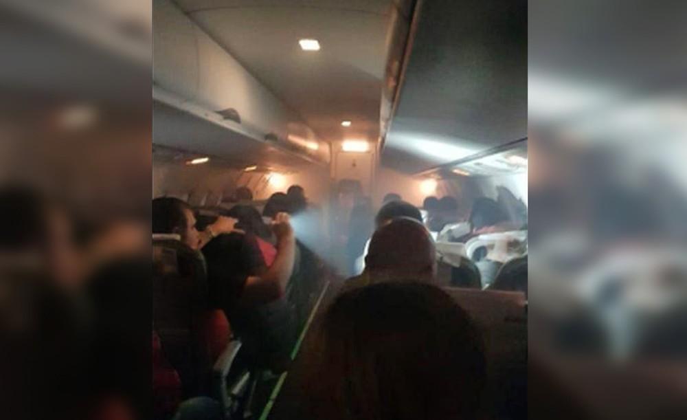 Задымление в салоне самолета с болельщиками Перу на борту
