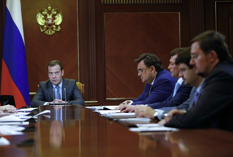 Председатель правительства России Дмитрий Медведев проводит совещание о мерах по развитию экономики и социальной сферы