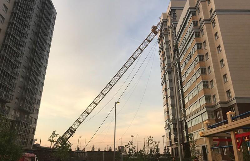 Падение строительного крана в Казани