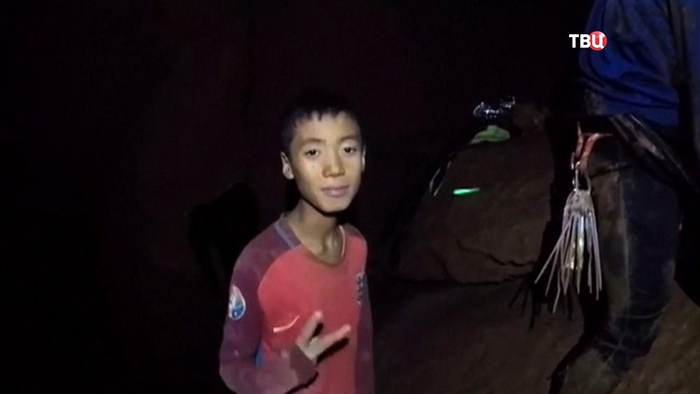 Дети в затопленной пещере в Таиланде