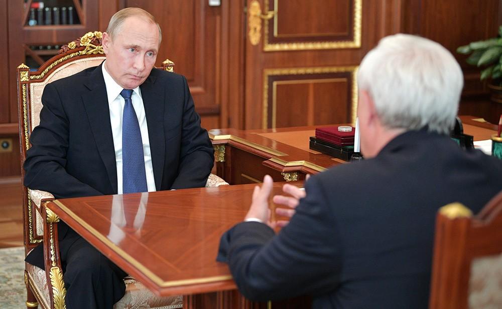 Владимир Путин и губернатор Санкт-Петербурга Георгий Полтавченко