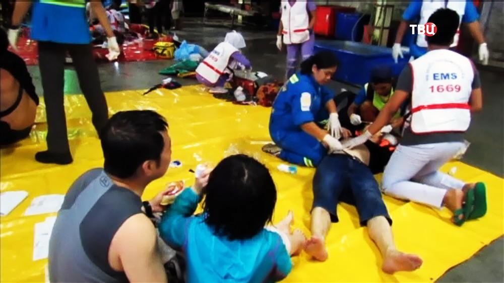 Спасенные с тонущего судна в Таиланде