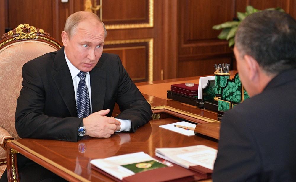 Президент России Владимир Путин и глава Республики Ингушетии Юнус-Бек Евкуров
