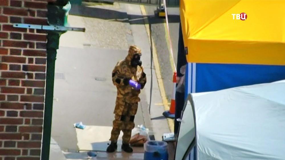 """Полиция Великобритании на месте отравления отравившаяся """"Новичком"""" в городе Эймсбери"""