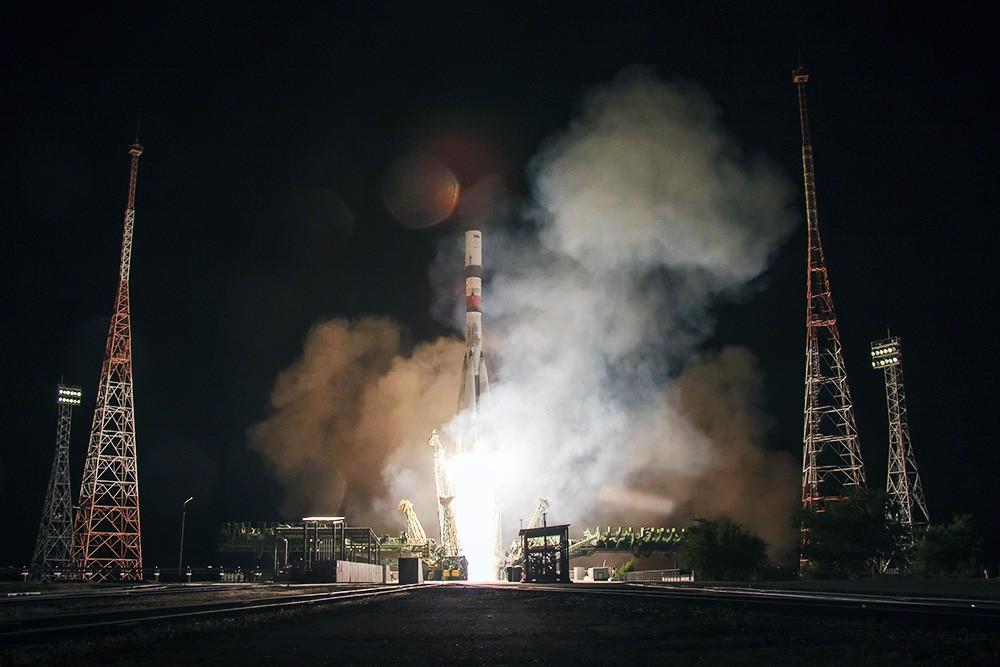 """Ракета-носитель """"Союз-2.1А"""" с транспортным грузовым кораблем """"Прогресс МС-09"""""""
