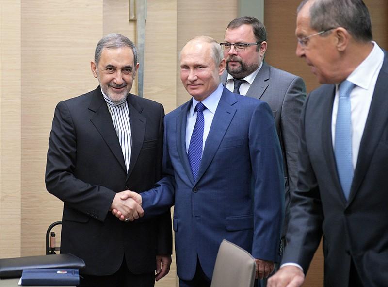 Владимир Путин и старший советник верховного руководителя Исламской Республики Иран по международным вопросам Али Акбар Велаяти